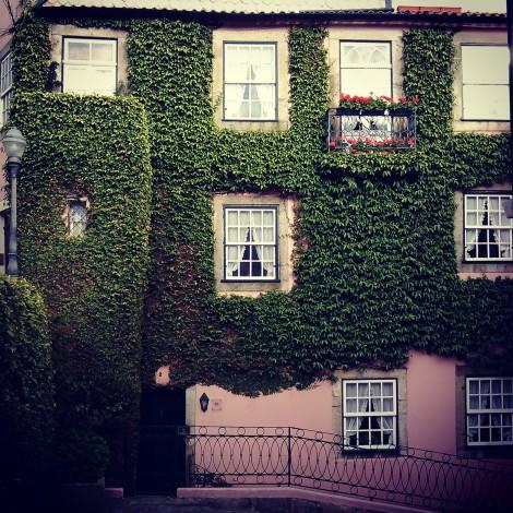 """Elegí como """"descanso del guerrero"""" una preciosa casa en pleno barrio de Foz de Douro a escasos diez minutos a pie de la Católica de Porto. C. Castañeda."""